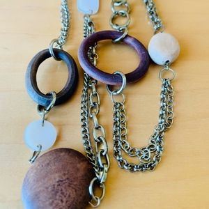 J274 Natural wood beads, shell and chain 19''